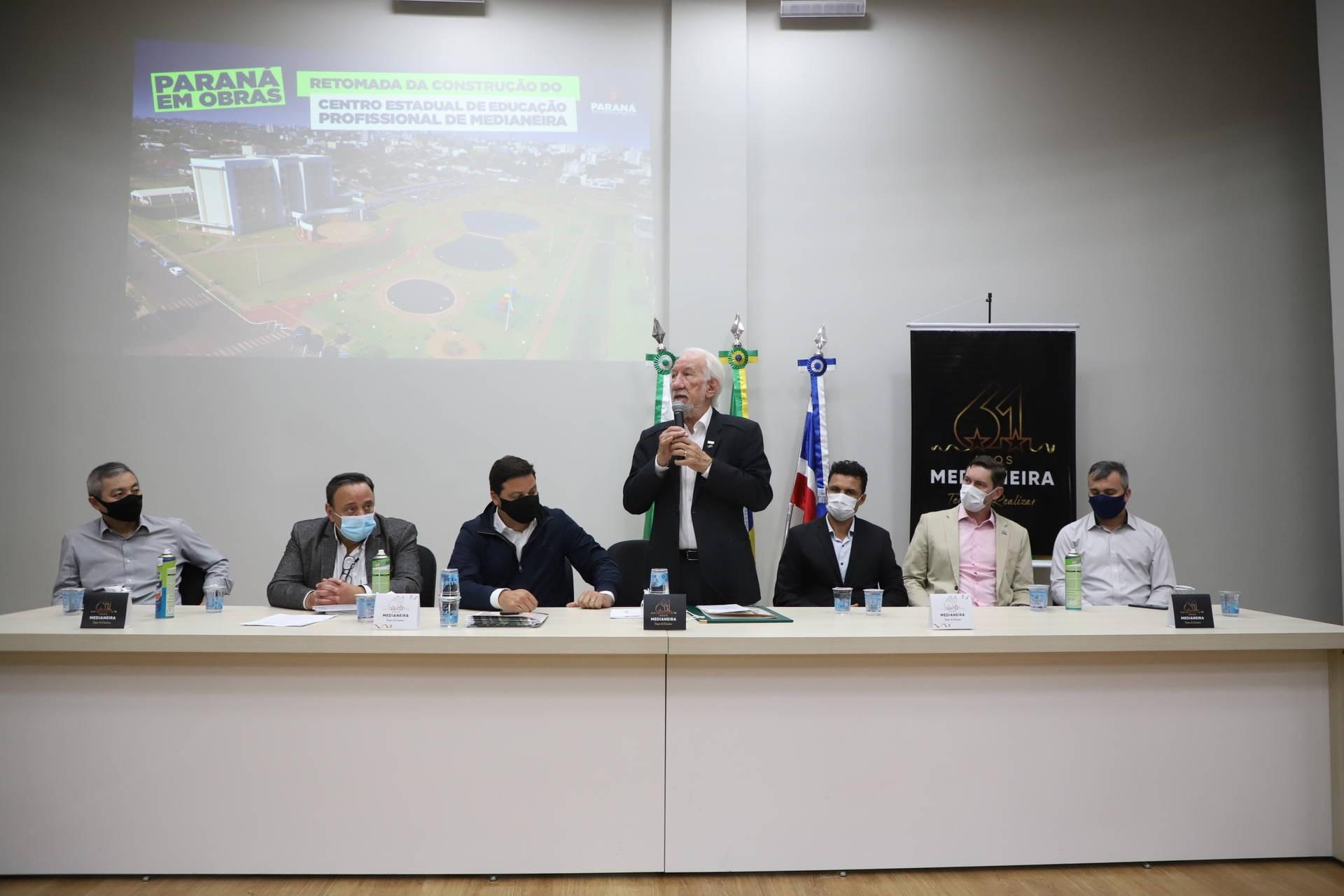 No aniversário de Medianeira, Estado anuncia retomada de obra do Centro de Educação Profissional