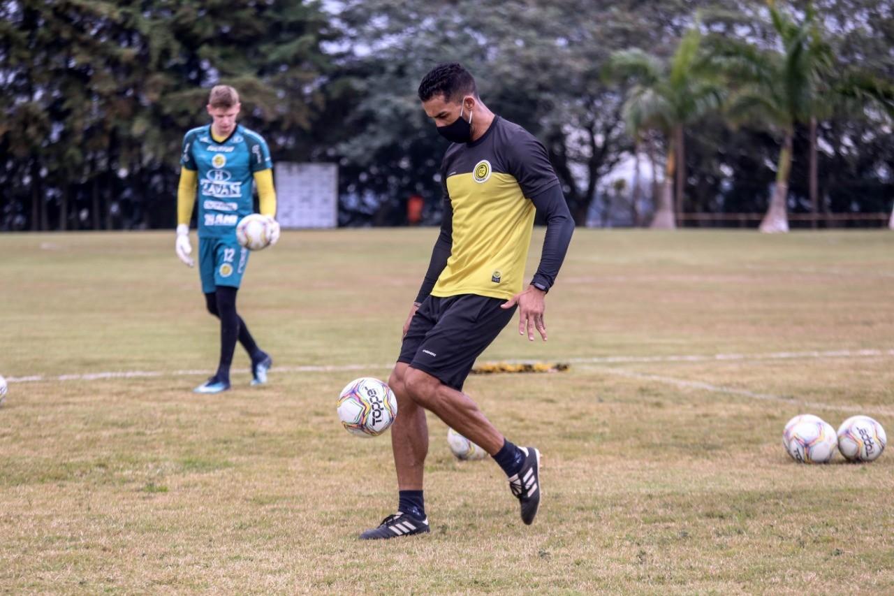 FC Cascavel pronto para enfrentar o Furacão na Arena da Baixada