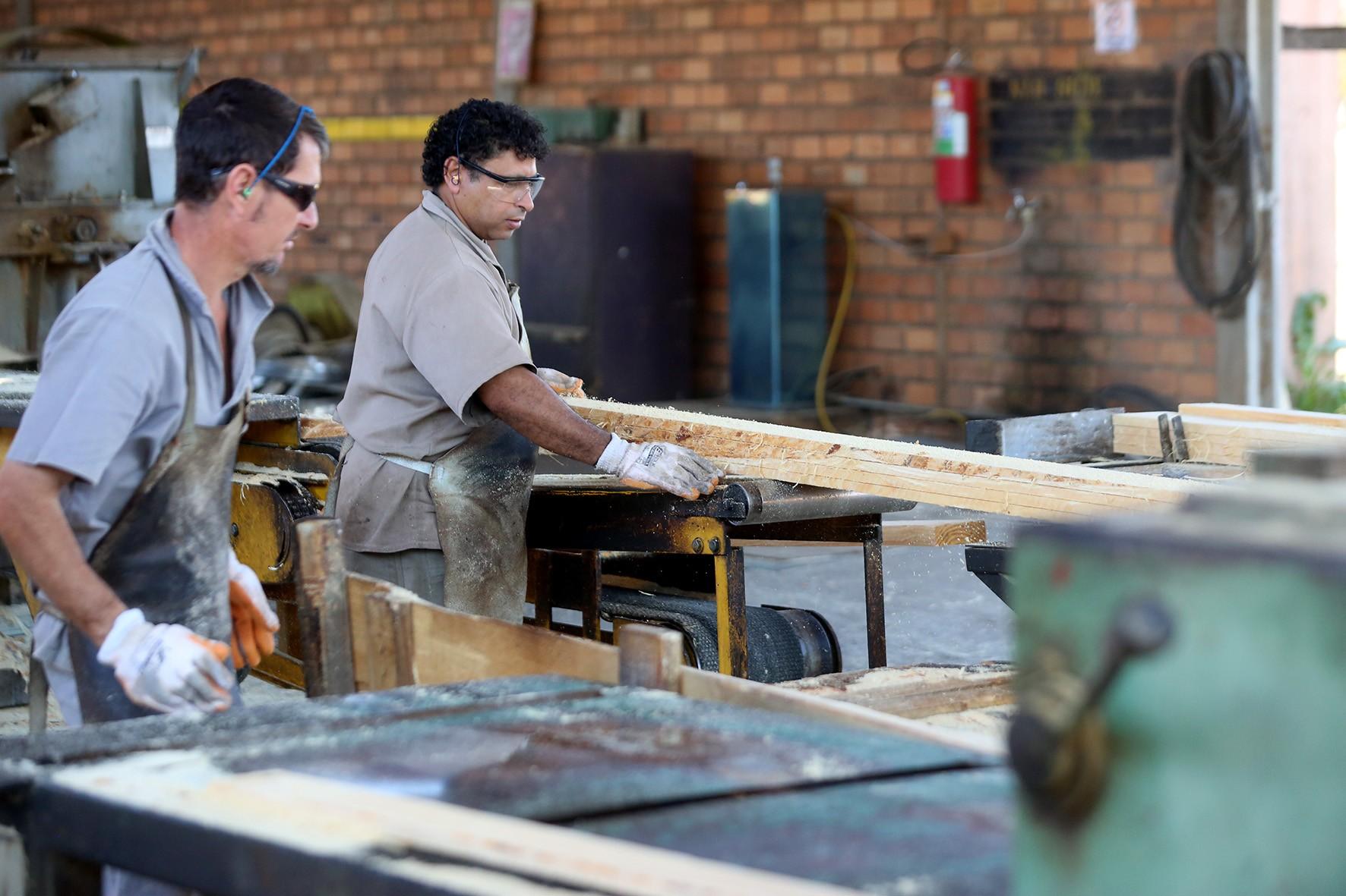 Indústria do Paraná volta a gerar empregos em junho
