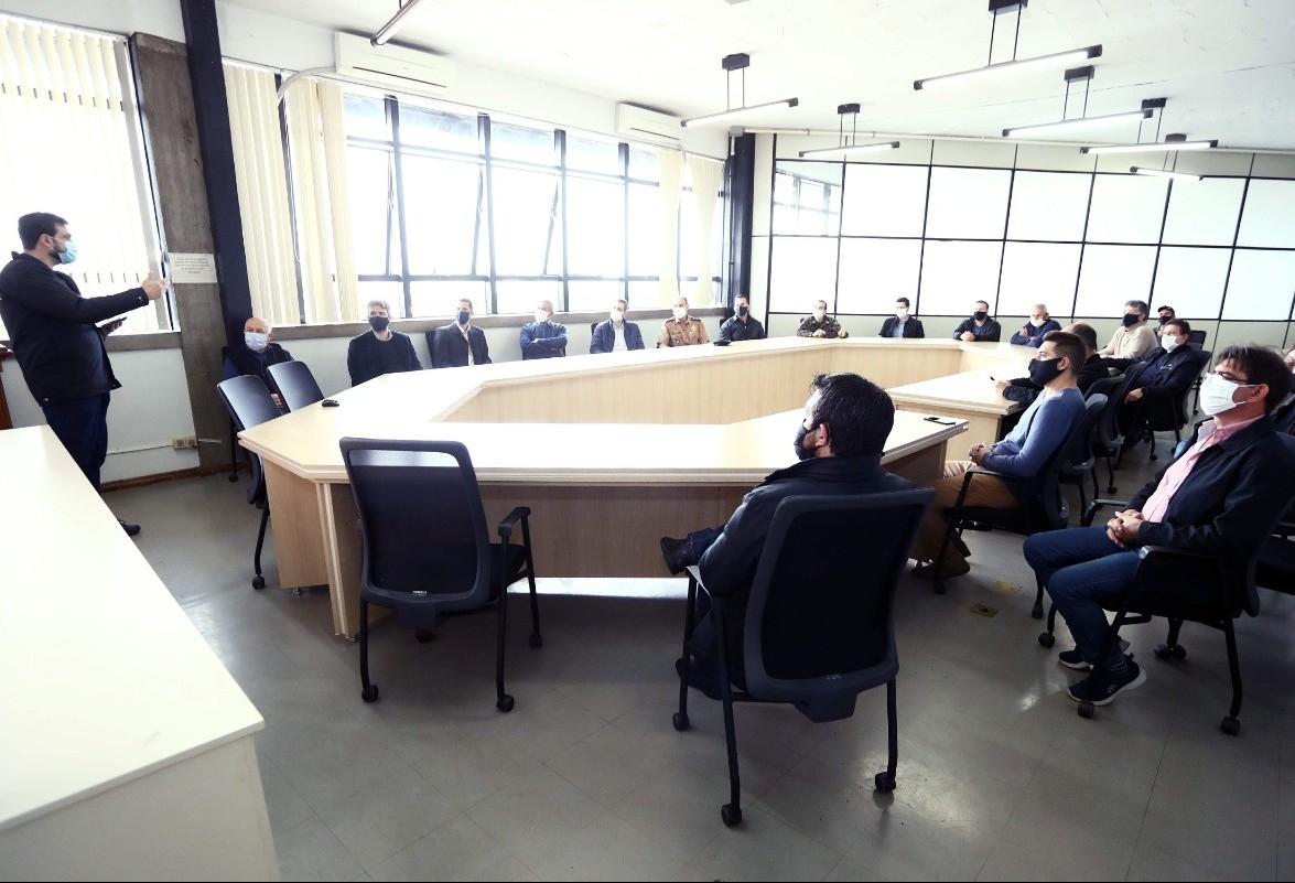 Prefeito se reúne com entidades para discutir novas medidas de combate ao coronavírus