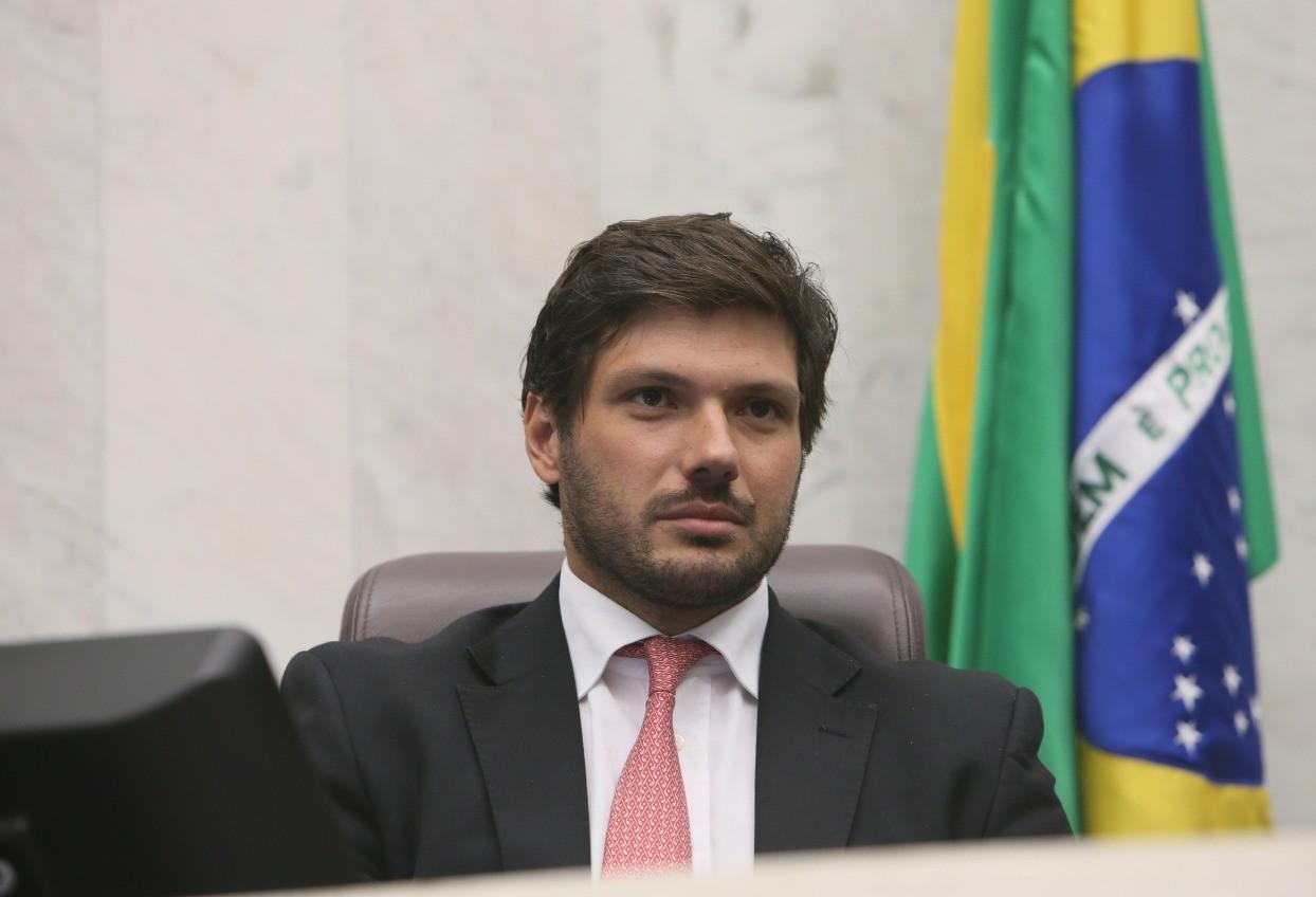 """CCJ aprova projeto que pretende revelar """"jetons"""" pagos a conselheiros de empresas públicas"""