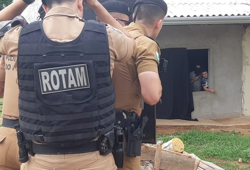 Treinamento simula assalto com vítima refém