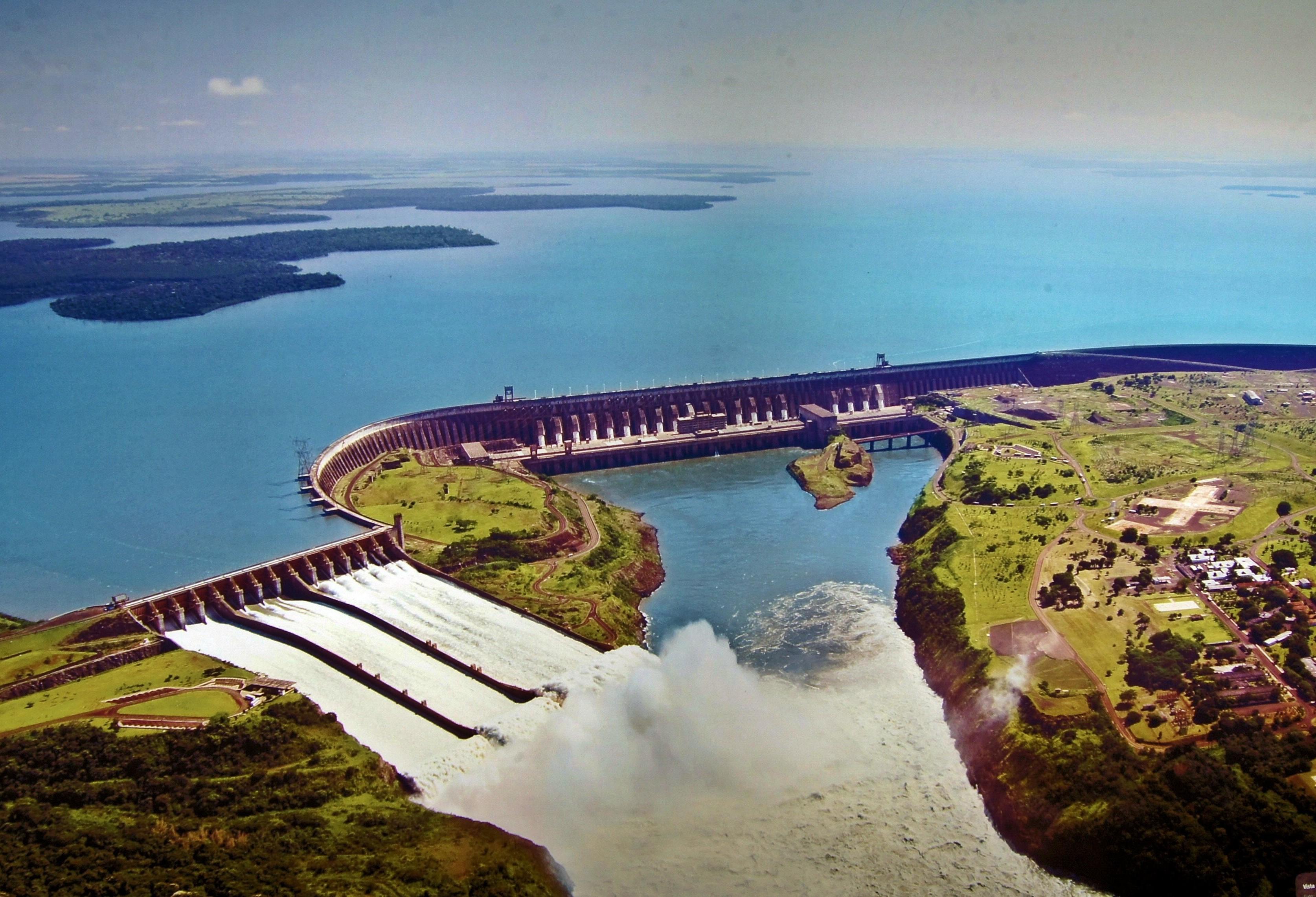 Construção de empreendimentos hidrelétricos no Paraná volta a ser discutido na CCJ