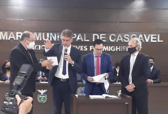 Leonaldo Paranhos é empossado Prefeito de Cascavel