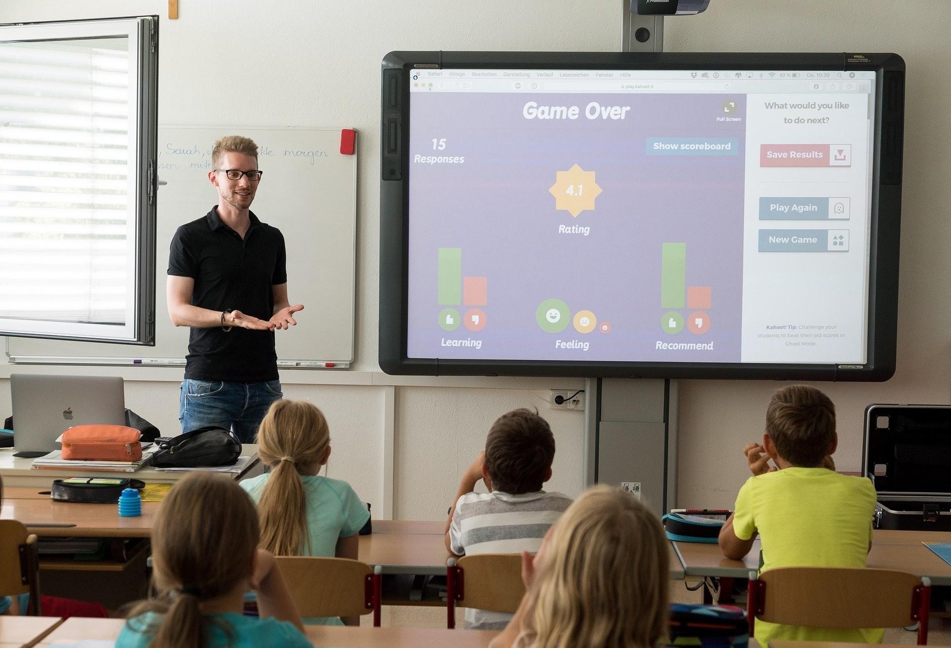 Sinepe/PR promove conversa de especialistas com famílias sobre retorno das aulas presenciais