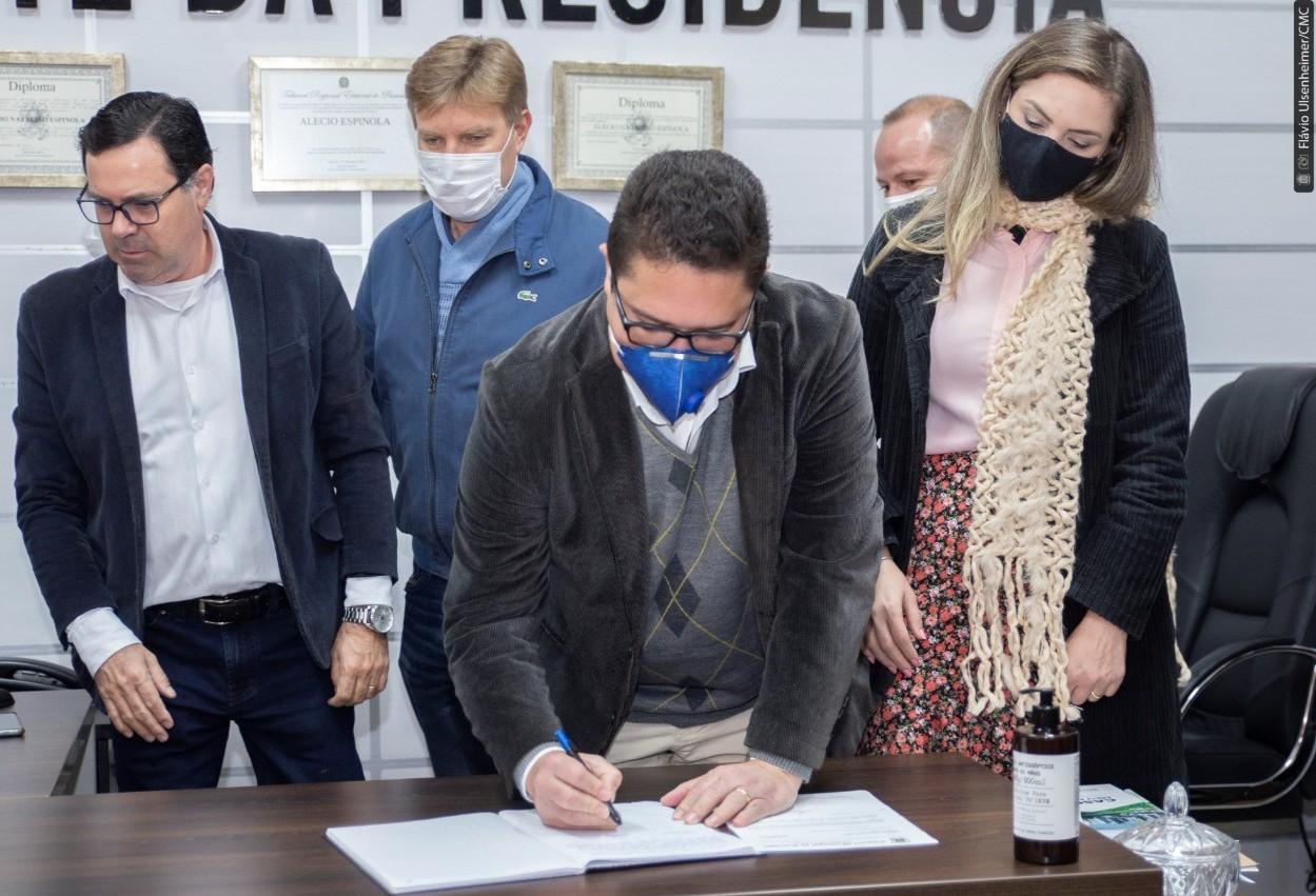 Emerson Vilanova assume mandato durante licença do Professor Santello