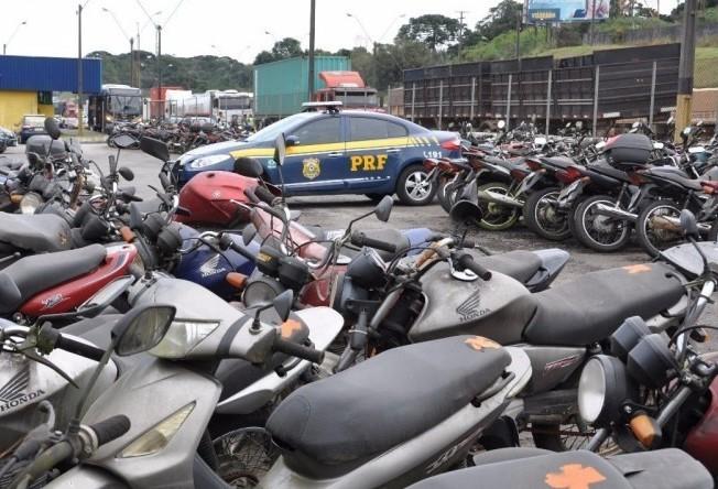 PRF promove leilão de 1400 veículos em Foz do Iguaçu, na região Oeste do Paraná