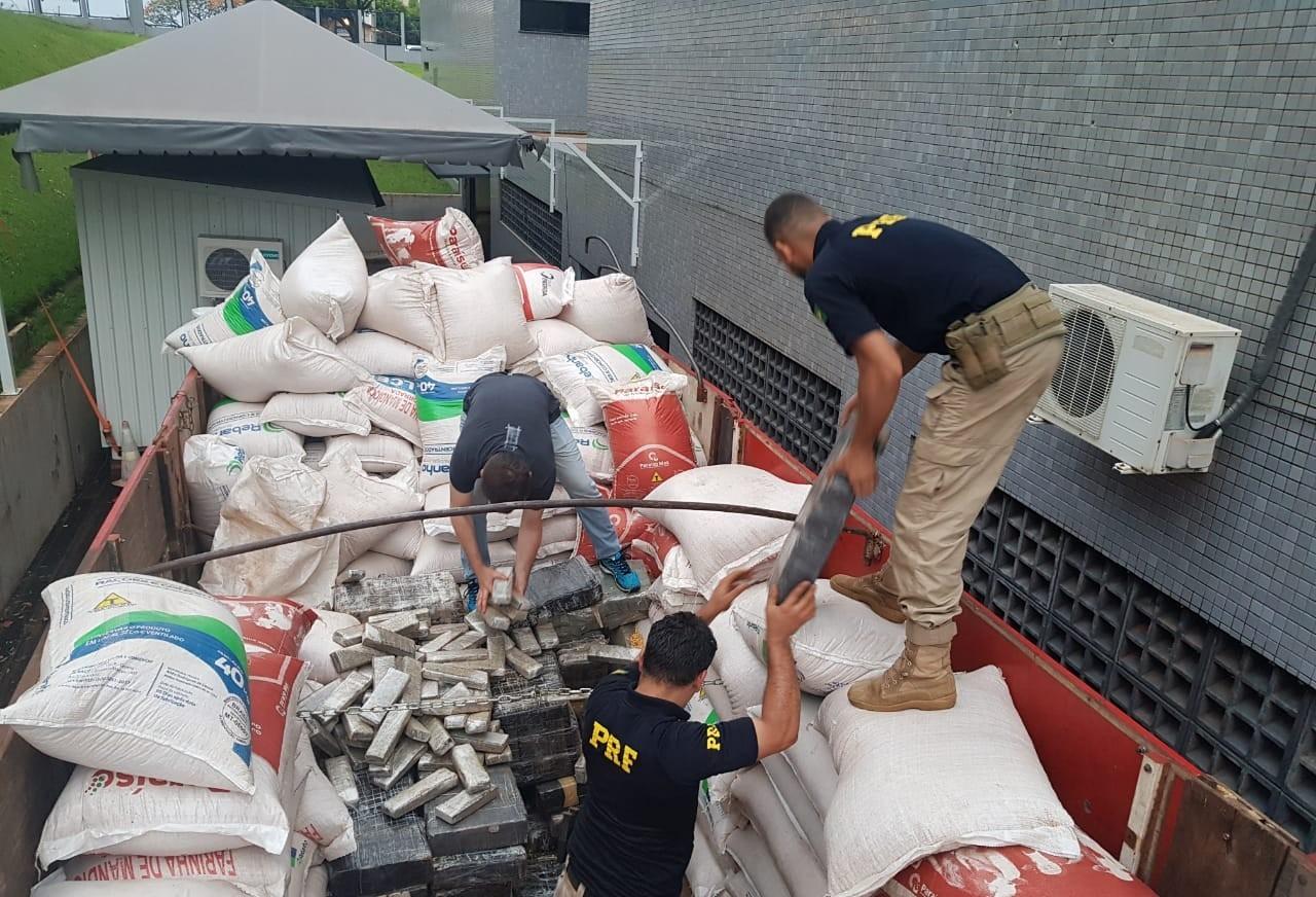 Polícia apreende droga, mercadorias e cigarros na Região Oeste