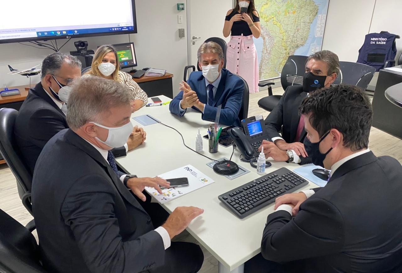 Paranhos participa de reunião em Brasília para discutir compra de vacina