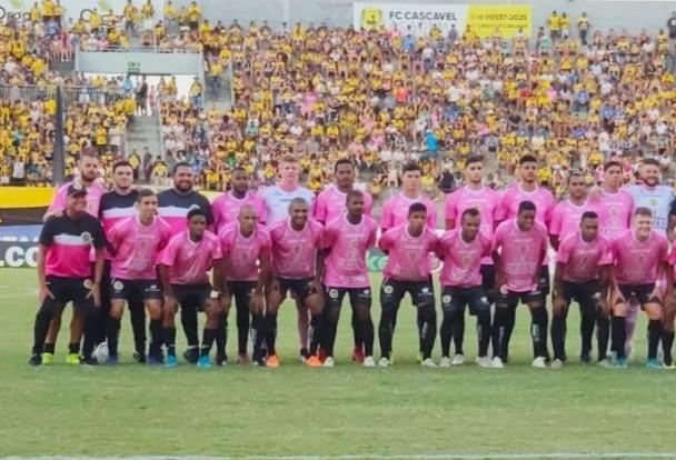 FC Cascavel de rosa vence Londrina por 3x1