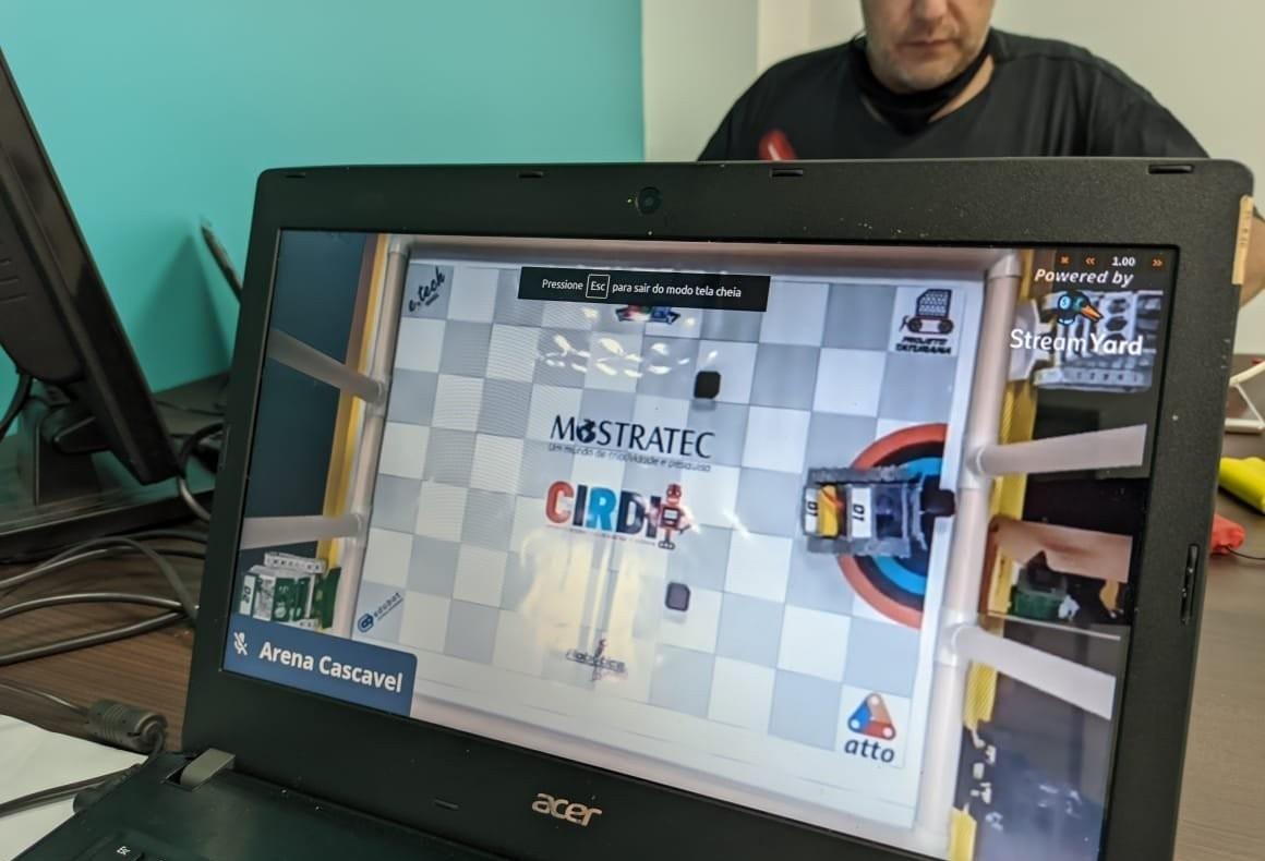 Instrutores de Informática participam de evento internacional de robótica