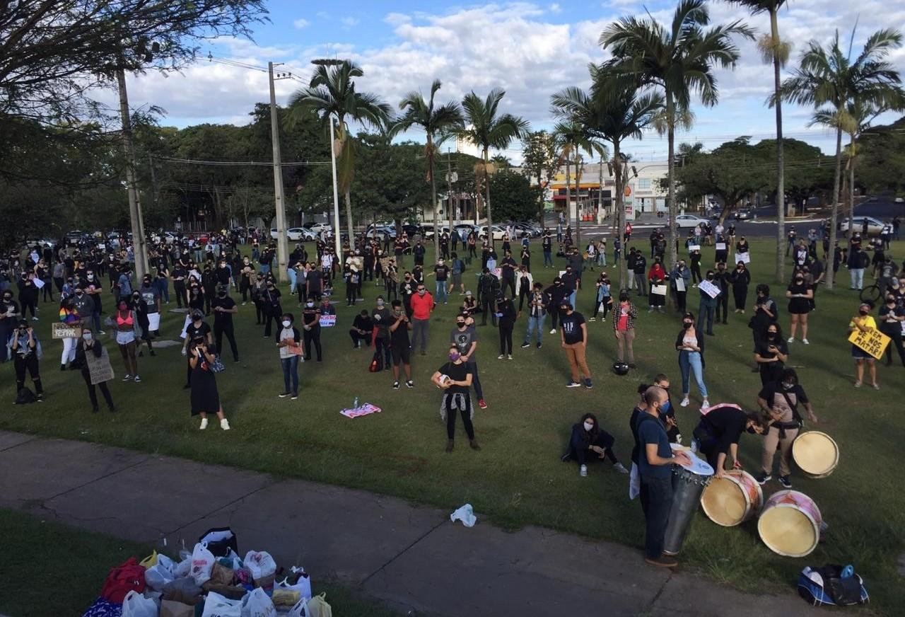 Ato em Maringá pede o fim do genocídio negro e indígena