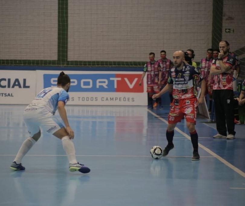 Cascavel Futsal e Foz Cataratas empatam em 3x3 no ginásio da Neva