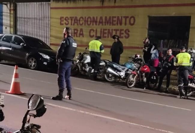 Condutor fura bloqueio de fiscalização de trânsito gerando 4 multas grave e gravíssimas