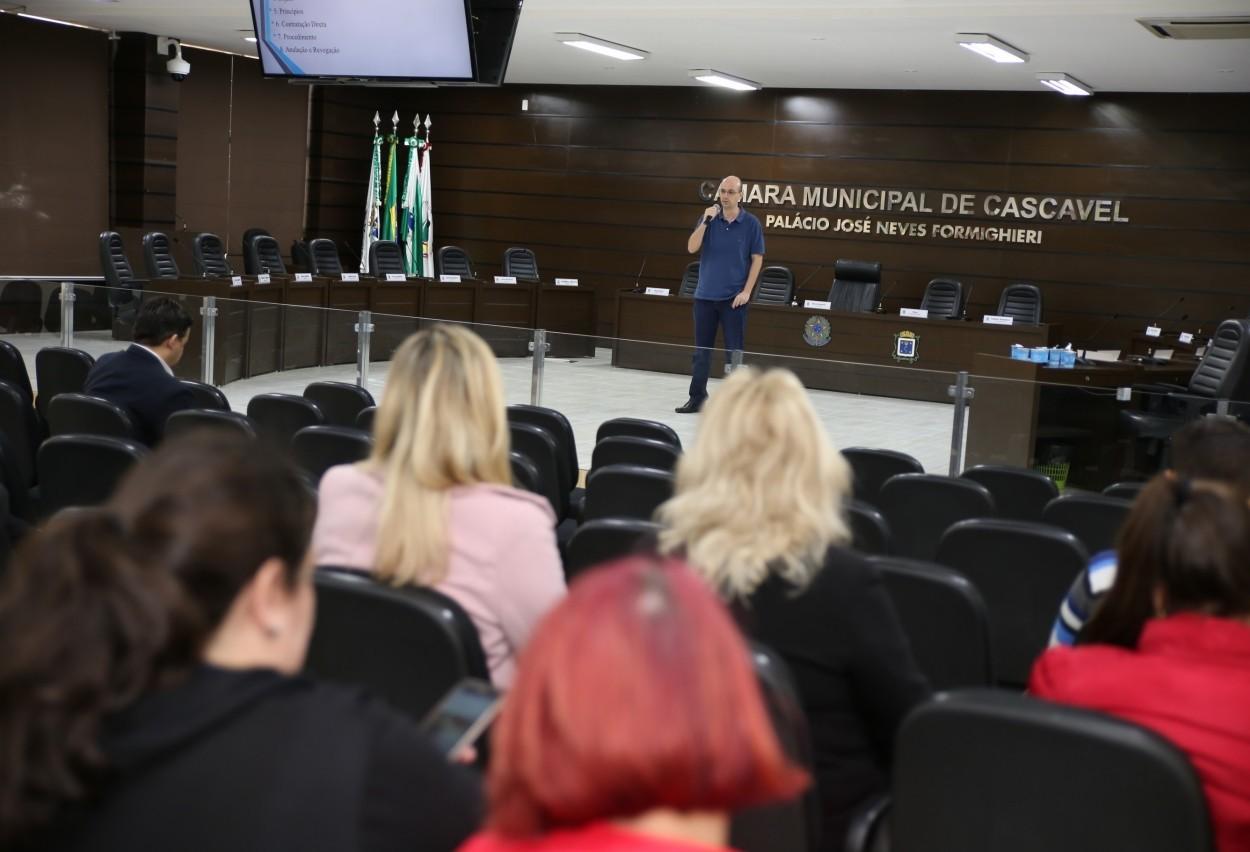 Escola do Legislativo promove curso sobre licitações