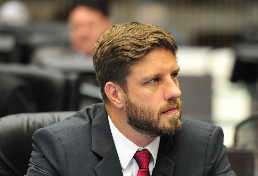 """""""Vamos reestruturar o MDB e defender uma candidatura de oposição ao governo Ratinho"""""""