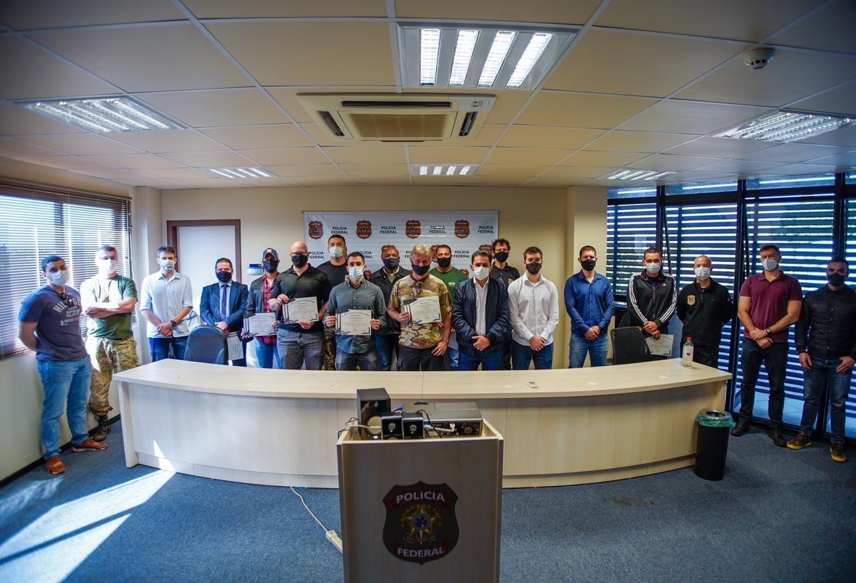 Policiais federais  recebem menção  honrosa por apreensão recorde de cocaína em Guaíra