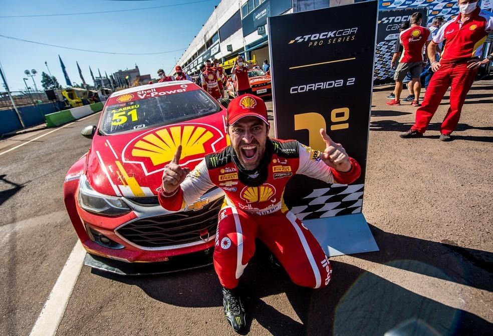 Átila Abreu comemora vitória em Cascavel e salto na classificação da Stock Car