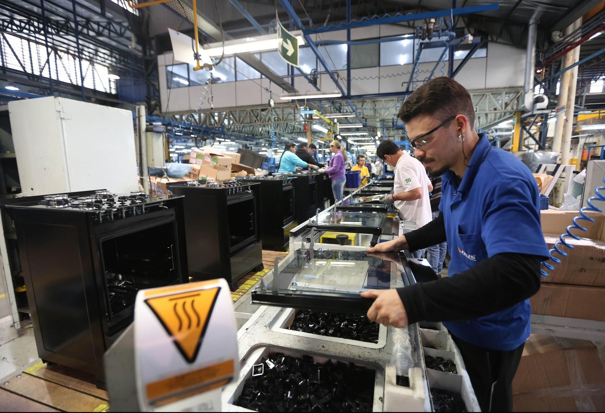 Falta de matéria-prima na indústria provoca atrasos nas entregas