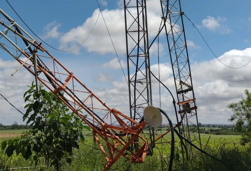 Temporal derruba torre da CBN Cascavel; a emissora segue com a programação nas plataformas online