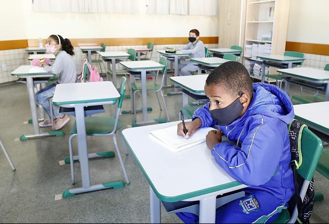 De forma programada, alunos retornam às salas de aula no Riviera