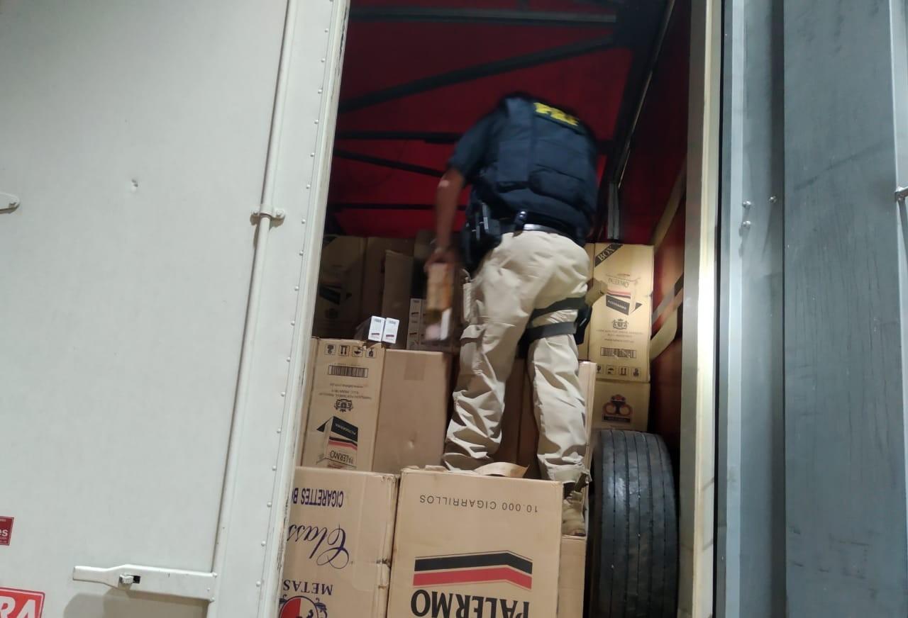 Polícia apreende quase 900 caixas de cigarros na Região