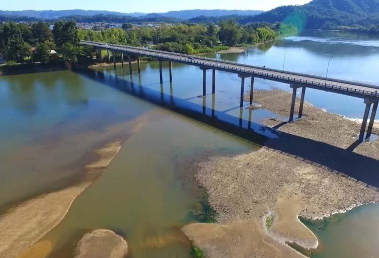 Estiagem no Paraná transforma cenário do Rio Iguaçu