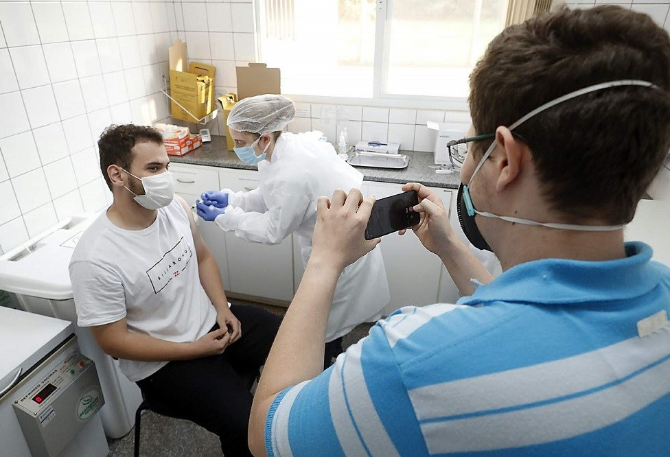 Unidades vacinarão pessoas com 18 anos ou mais nesta sexta